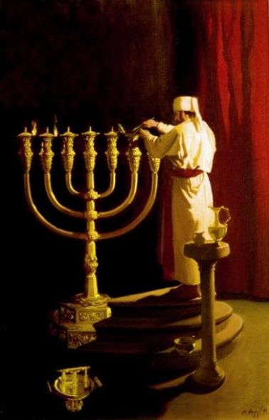 Priest_prepares_the_Menorah_2_2
